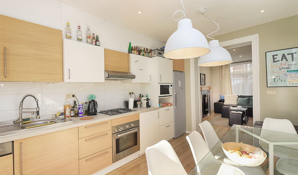 fully equipped kitchen in a coliving house located in a lively place of Brussels