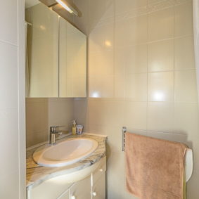 private bathroom in a coliving house to rent closed to the European Commission