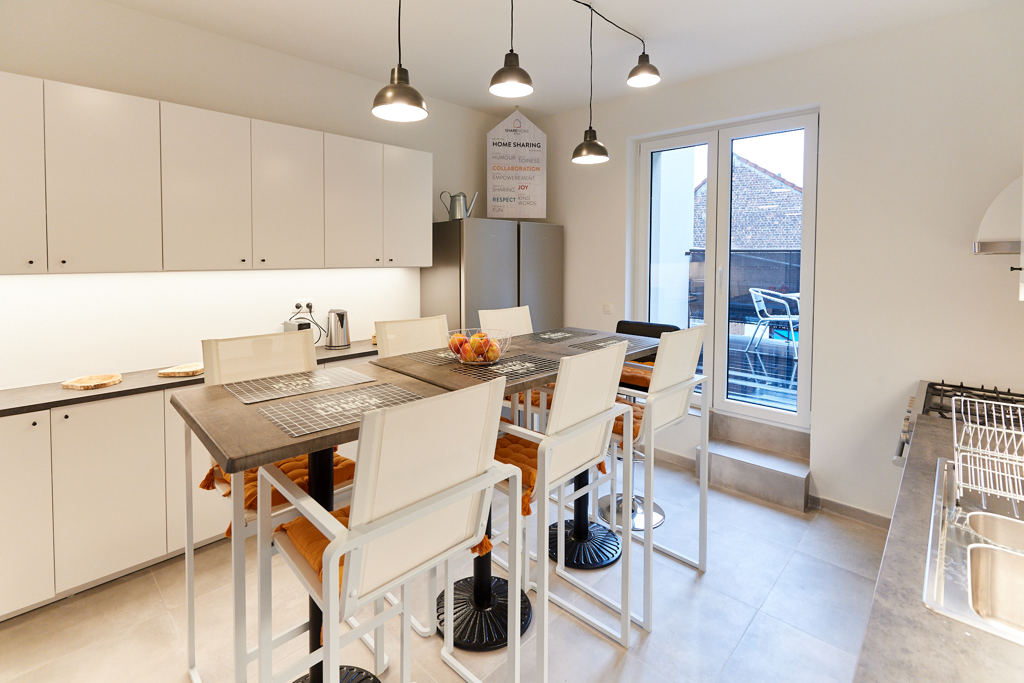 fully equipped kitchen with a design dining table in a fully refurbished house for expats in Brussels