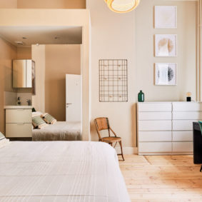 comfortable and creative room with private shower in a shared flat for expats close to the european commission