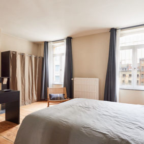high-end room with a quality double bed in a shared house in Brussels