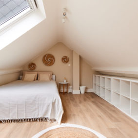 beautiful room with a cosy design and a comfortable double bed in a shared house in Brussels
