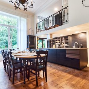 fully equipped and renovated kitchen in a shareed house for internationals in Brussels