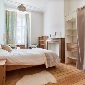 comfortable bedroom in a coliving space well-situated and close to different points of interest