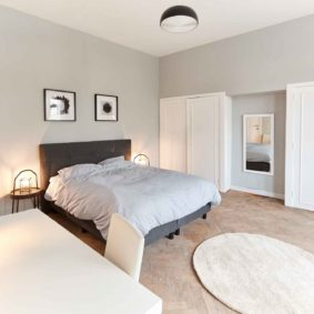 well decorated sunny room with a private bathroom in a shared house for expats in Brussels