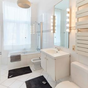 private bathroom for a tenant in a shared house for expats in Brussels close tot he city center