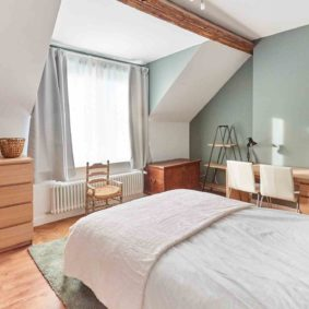 well decorated room in a shared house for young professionals in Brussels