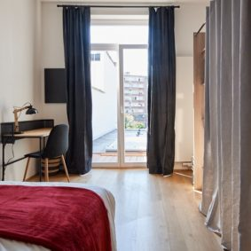furnished bedroom designed with taste in a shared house for expats in Brussels
