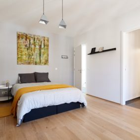 room decorated in a sunny style in a fully refurbished shared home for expats in Brussels