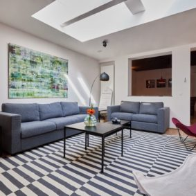 high-end well decorated living room with comfortable sofas in a couhousing space for expats in Brussels