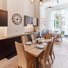 fully equipped kitchen in a shared flat for expats in Brussels close to different points of interest
