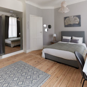 fully furnished room with private shower and toilet in a luxuous house to rent in Brussels