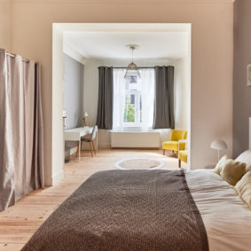 room decorated in a sunny style includng a private shower and toilet in high standing house in Brussels