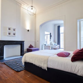 bedroom comprising a private bathroom in a shared house for expats in Brussels
