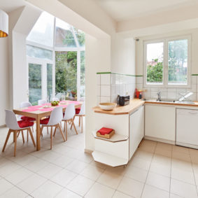 fully equipped kitchen including oven and microwave in a well-located shared flat for young professionals in Ixelles