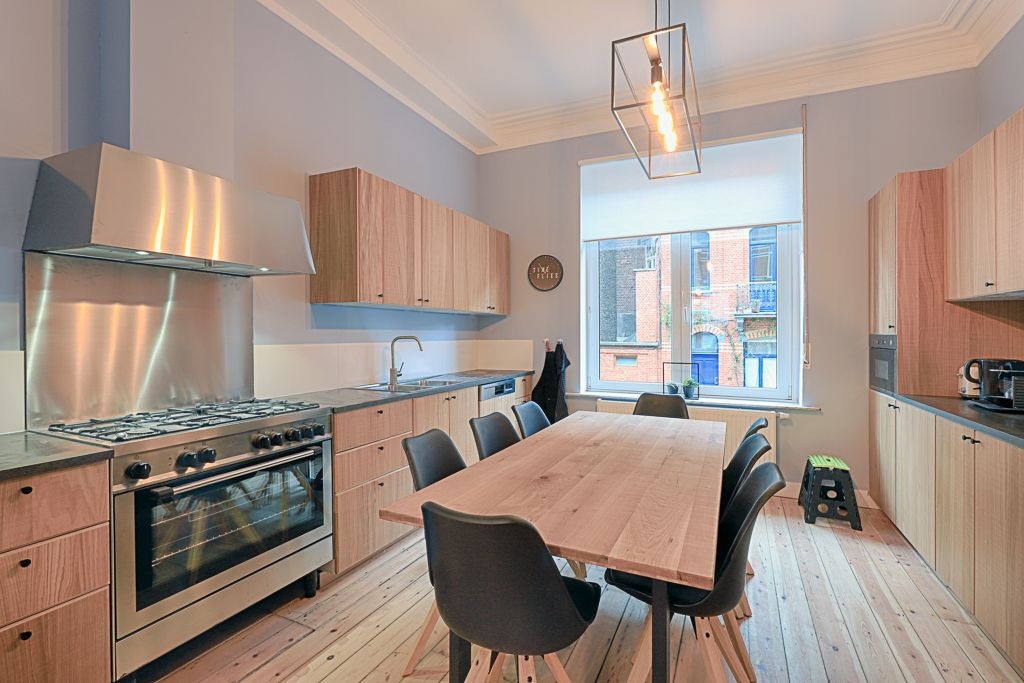 fully equipped kitchen designed with taste in a fully refurbished house for expats close to Brussels city center