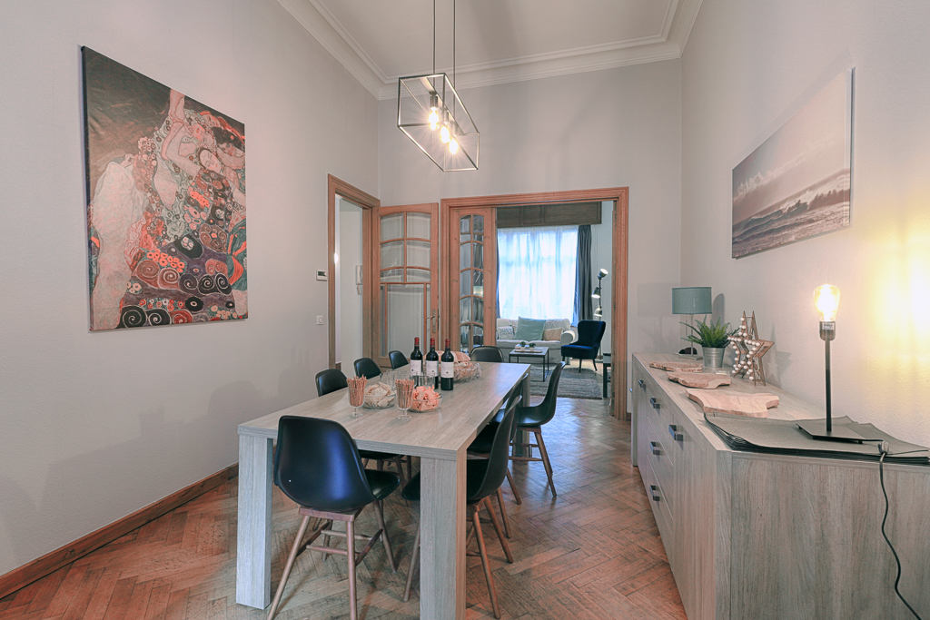 dining room in a fully refurbished mansion to rent in Brussels