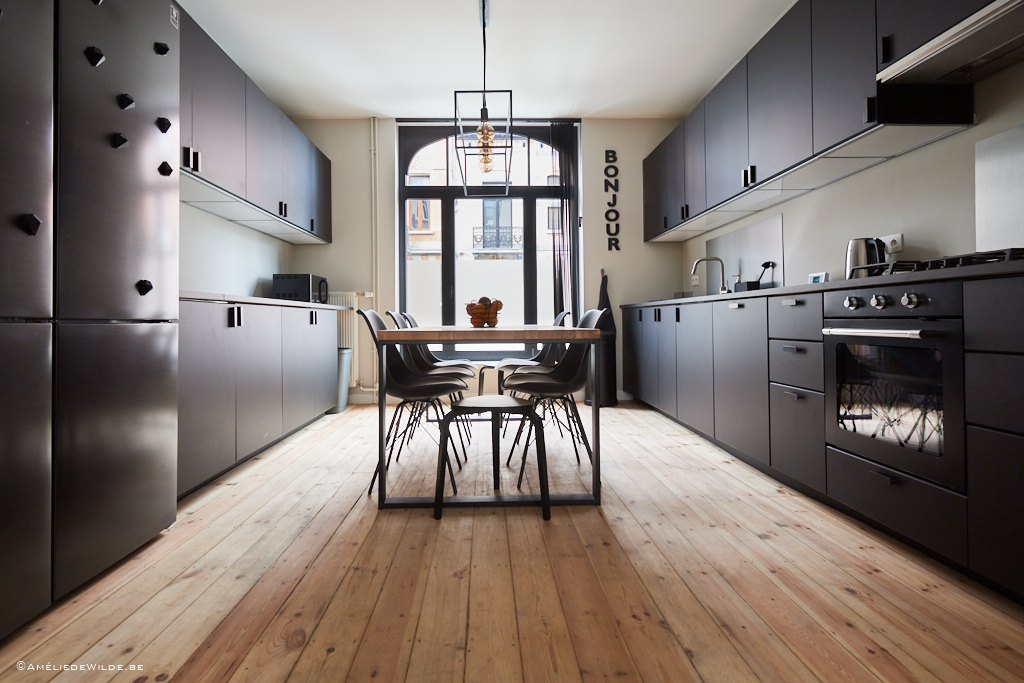 fully equipped kitchen including dishwasher and microwave in a well-located shared house for young professionals in Schaerbeek