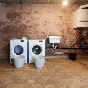 washing machine and dryer in a fully equipped shared house of young expats in Brussels