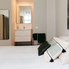comfortable green coloured decorated room including private shower in a house sharing in Brussels close to different points of interest