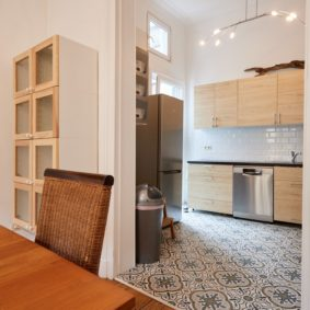 fully equipped kitchen to share with expats in an international cohousing near the european commission