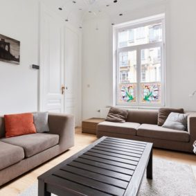 rent a house in Brussels with stylish well decorated living room to share with international young workers