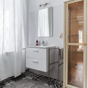 room to rent with private bathroom including shower and toilet for young internationals in Brussels