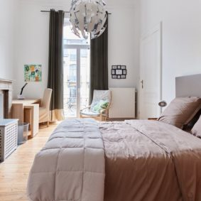 fully furnished room with a sunny design and a private shower in a cohousing in Brussels
