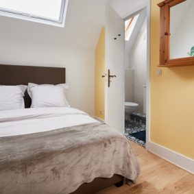 comfortable room with a double bed in a sharedd house ideally located