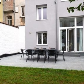 nice garden in a fully renovated house to rent for young professionals in Brussels with BBQ