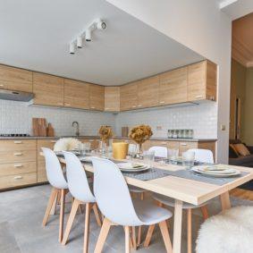 fully equipped kitchen with oven dishwasher and microwave in a shared flat for expats in Brussels next to the European Commission