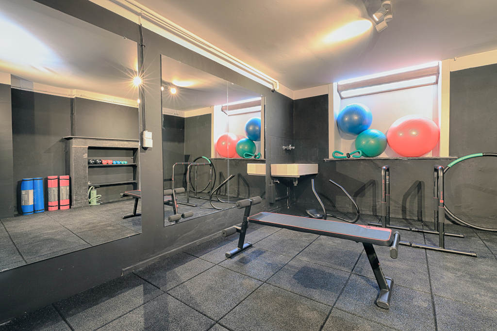 gym in a fully renovated sharedd house in Brussels well-located close to different points of interest
