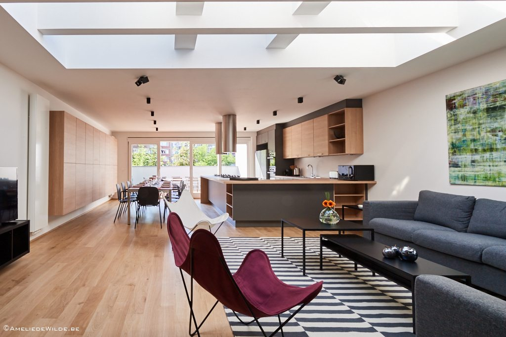 spacious and luminous living room in a fully refurbishedd shared house for expats in the hearth of Brussels
