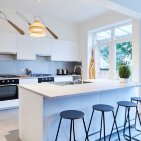 Fully equipped kitchen in a shared house in Brussels to enjoy with young expats