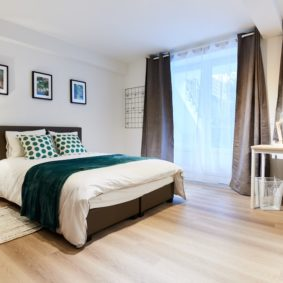 Elegant room with private bathroom and garden access in a fully furnished coliving house