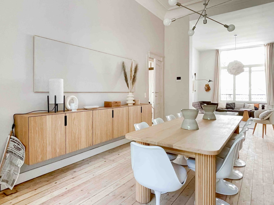 Rent a room in a shared house in Brussels with a well decorated dining room and fully furnished