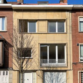 Fully renovated house (2021) of 250 m² near EU quarter in Woluwe including 5 comfortable fully furnished bedrooms with private bathroom and private WC, a garage for parking and a garden