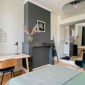 Furnished bedroom with dressing area and private bathroom in co-living house with garden and barbecue in the center of Brussels