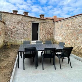 Nice garden with terrace and furniture and access to garage to share with international housemates in big home of like-minded people