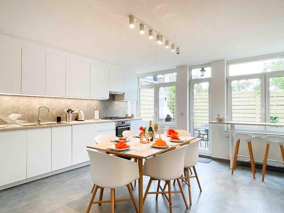 Fully equipped and spacious kitchen with all the necessary cooking material to enjoy with young expats