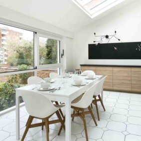 Fully-furnished kitchen for a shared space in Brussels with young expats to share a meal or diner together