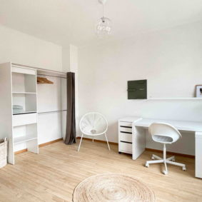 Spacious bedroom in a shared house with young international workers in the heart of Brussels