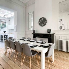 Well-deocrated dining room to enjoy community meals with young expats in Brussels in a recently refurbished house