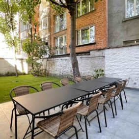 Beautiful quiet garden with terrace and barbecue in shared home with 9 furnished rooms to rent