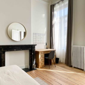 Large sunny room available in fully refurbished and fully furnished house with 9 young working expats