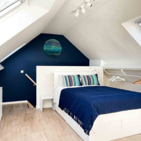 Attic room in a beautiful and well-decorated home for like-minded expats